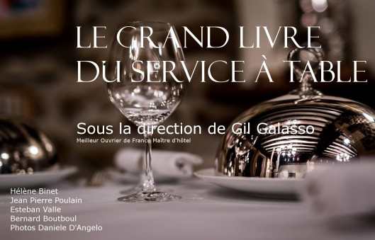 Couverture Grand Livre du Service à Table